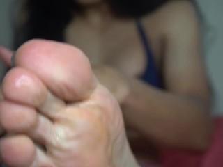hot transexual enjoy her feet