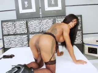 black t-girl with humongous penis and pretty booty