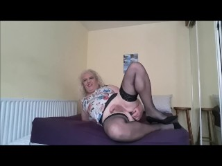 Michelle a mature transsexual Dildoing