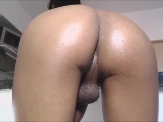 Chocolate t-girl with a perfect behind masturbates