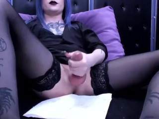 Amateur t-girl cums